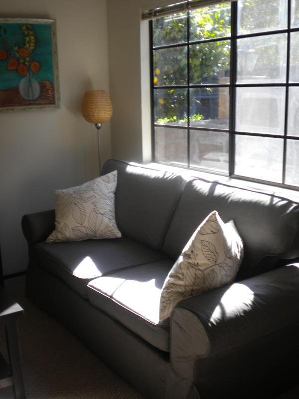 un sofá cama tamaño Queen