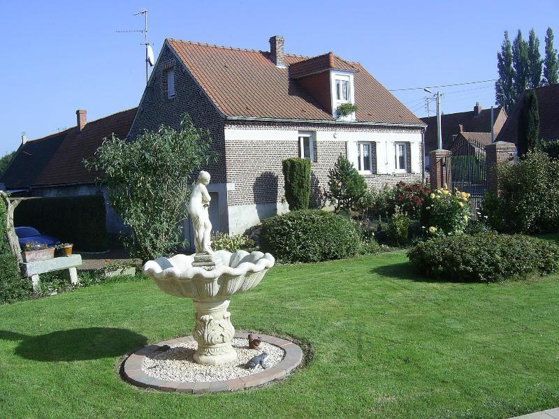 Le Gîte de la Fontaine de RIVIERE, aluguéis de temporada em Acheux-en-Amienois