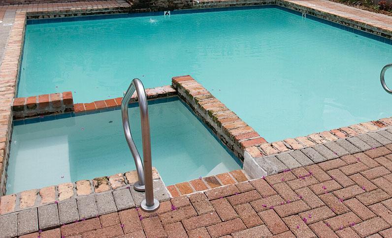 Hot Tub & Pool