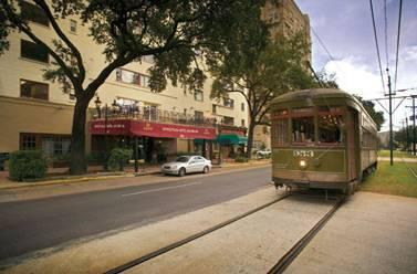 St Charles Streetcar runs in front of hotel