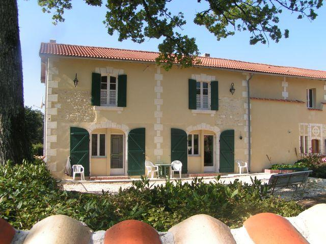 Les Portails - La Giraudiere, holiday rental in Brie-sous-Chalais