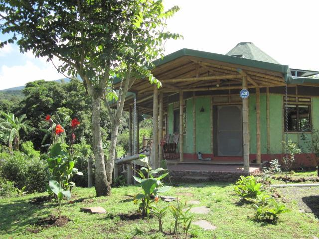 Stunning Cathedral Ceiling Bamboo House on Coffee Farm near Poas Volcano, holiday rental in Province of Alajuela