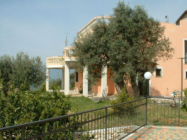 Enchanting Villa On A Hill Near Gerace  Italy, holiday rental in Gioiosa Ionica