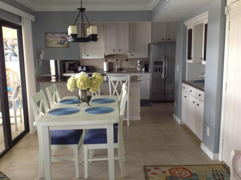 Penthouse*OnTheBeach*NorthEnd*TotallyRenovated, location de vacances à Fort Myers Beach