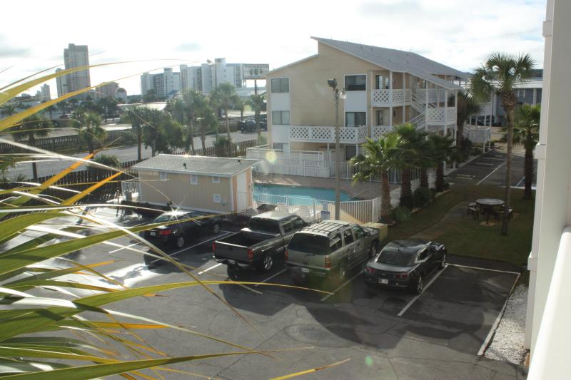 View the pool from our private balcony...Free Parking!