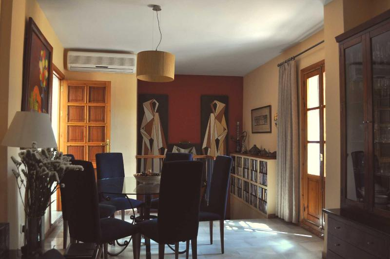 ALAMEDA: BRIGHT DUPLEX WITH PRIVATE TERRACE., vacation rental in Seville