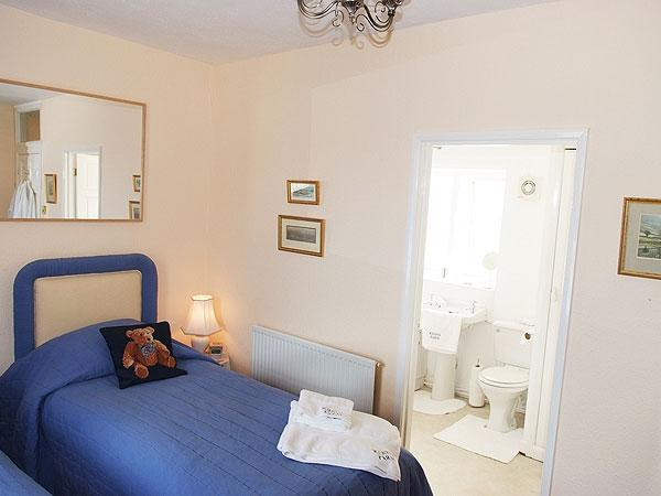 Riding Farm Cottage 4 Star Gold with bathroom ensuite - seperate shower