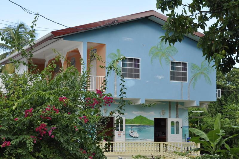 Fish Tobago Guesthouse - Nylon Pool apartment, aluguéis de temporada em Prospect