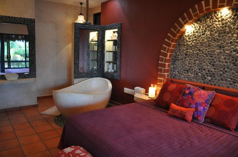 Dormitorio 2 - circuito sábanas y bañera hecha a mano