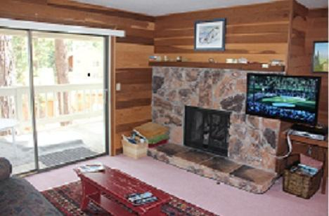 Family getaway condo, walk to Lake Tahoe, location de vacances à Incline Village