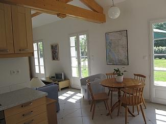 Mortagne sur Gironde,cottage for 2,amazing sea views,heated pool, close beaches, vakantiewoning in Barzan