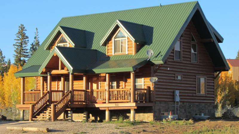 BigHorn Lodge - Luxury Cabin - Aspen in the National Forest Behind