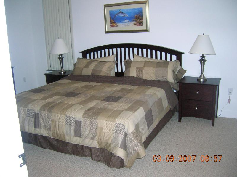 King size master bedroom, 1st flr