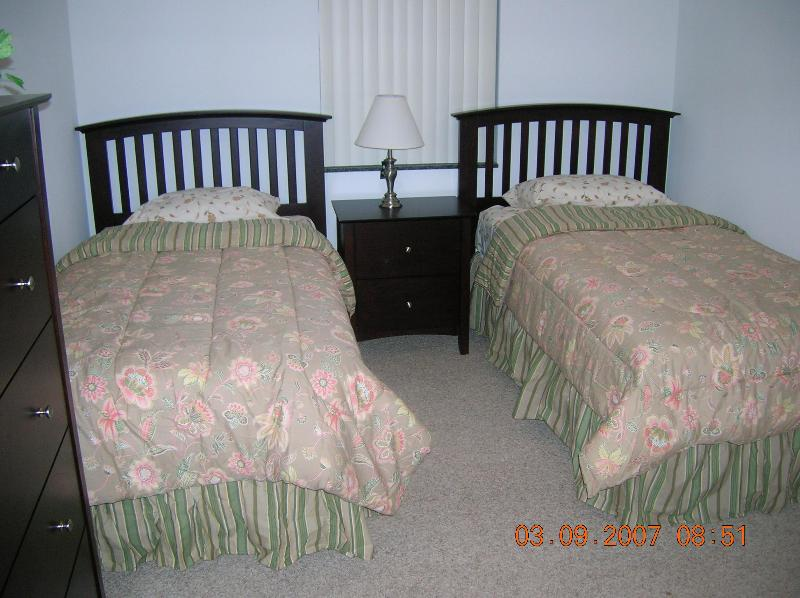 4th bedroom, two twin size beds