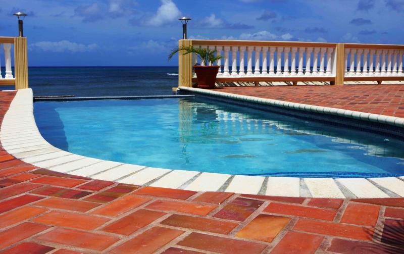 Piscina infinita - te encantará esta piscina tranquila