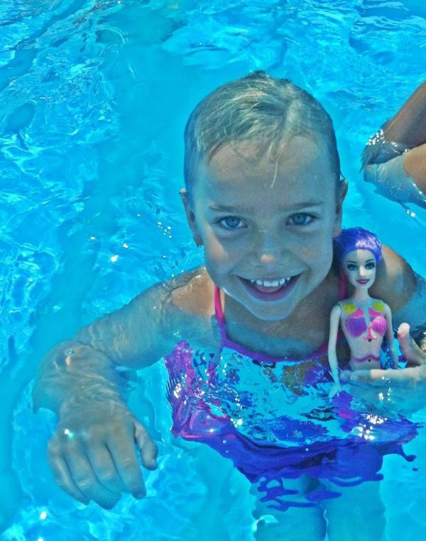 Swimming all year around in Nitsana swimmingpool.summertime in Kadesh barnea pool