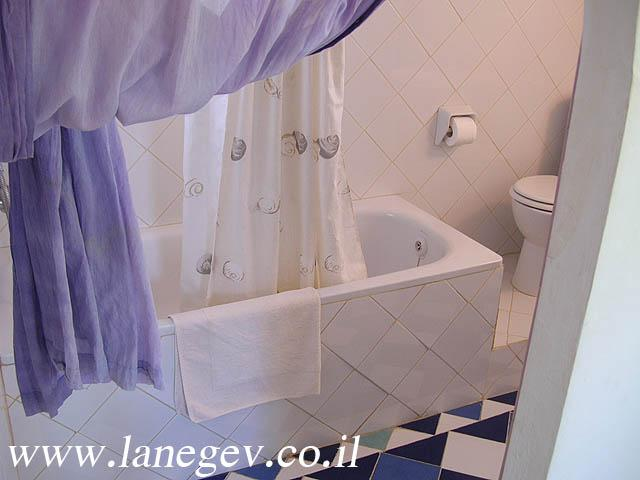 Bathroom of the1 bedroom/ couple cottage
