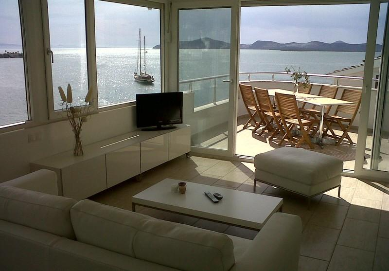 Exclusive penthouse(s) directly at sea and near Bodrum!, holiday rental in Kiyikislacik
