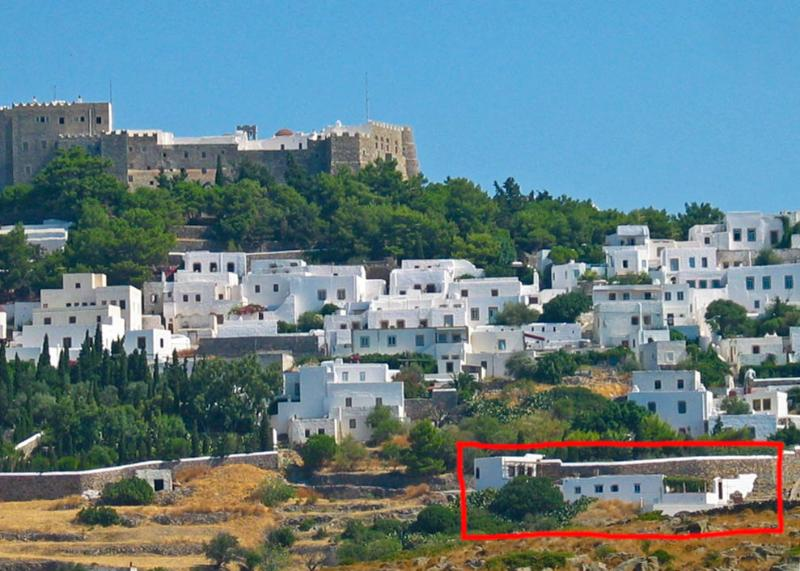 Overview of Soultana House and Kalikatsou Studio in Chora