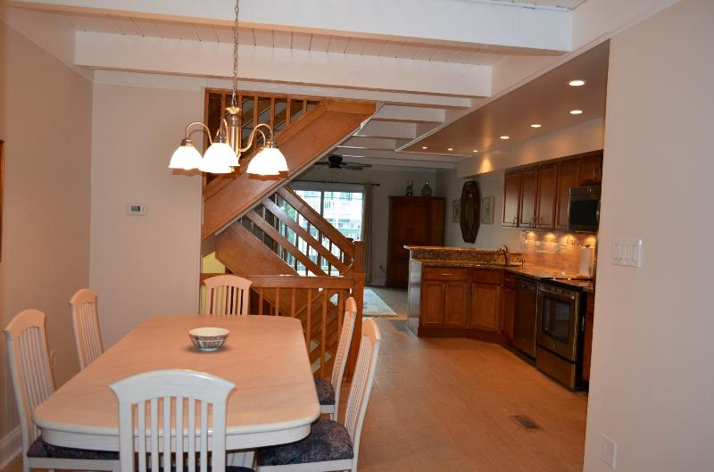 Remodeled 4 Bdrm Townhouse Steps to Private Beach!, holiday rental in Dover