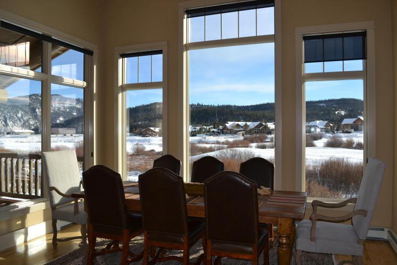 Gorgeous views out large windows with abundant natural light. Great for inspiring meals with family!