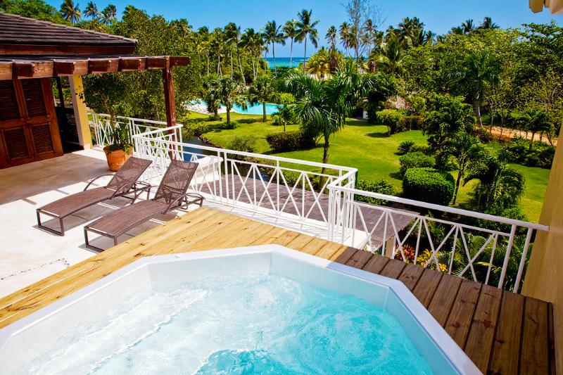 SPECTACULAR BEACHFRONT ROOFTOP PENTHOUSE IN LAS TERRENAS: A CARRIBEAN DREAM, aluguéis de temporada em Las Terrenas