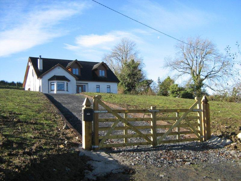 New Large Irish Country Home on Acre of Farmland, holiday rental in County Monaghan