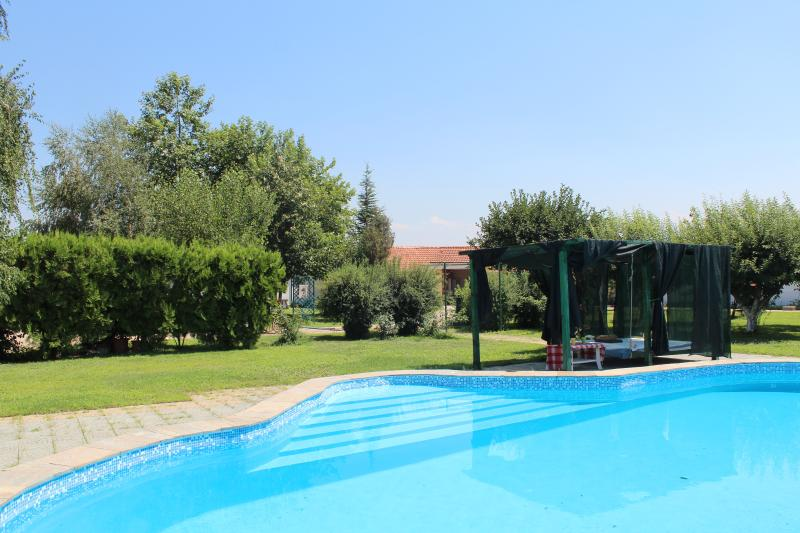 Galeria In The Garden -  4 single beds pool studio, holiday rental in Dedovo