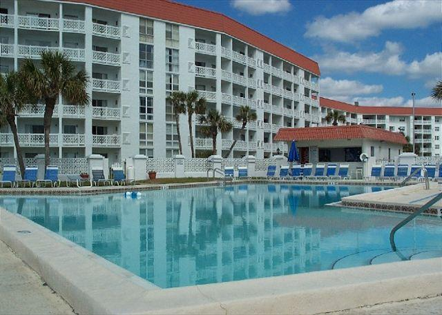 Gulf Front Building and Ground Floor - Two Bedroom, Very NIce!!, vacation rental in Mary Esther