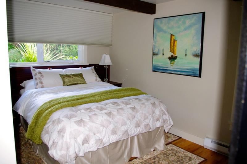 Camera da letto Queen dimensione bambù materasso mogano testiera e galleggiante tabelle personalizzate