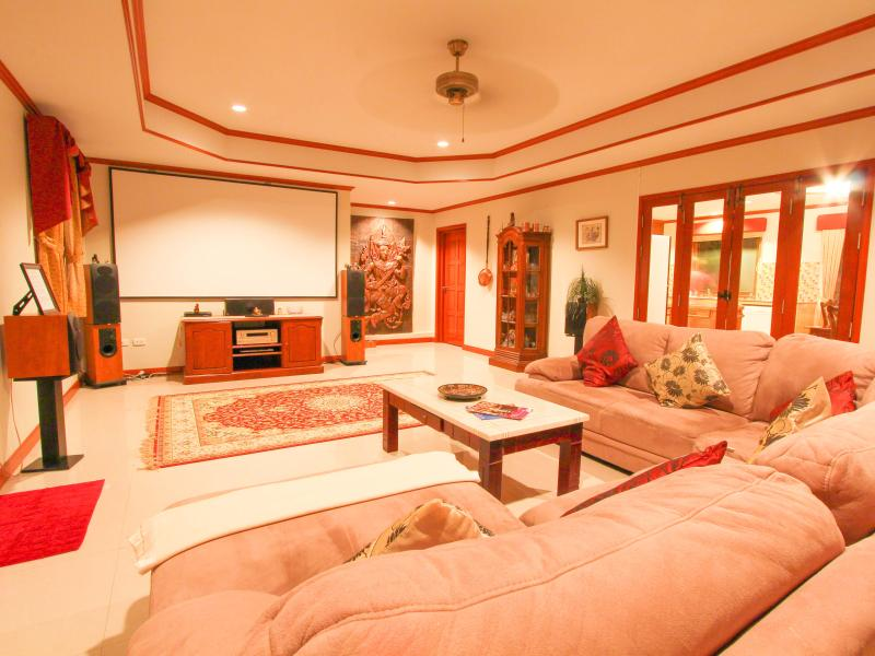 Cinema Lounge with 1750 Watts surround sound