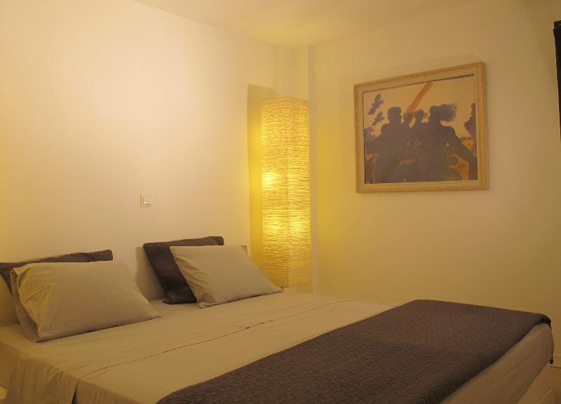 basement guest room 1