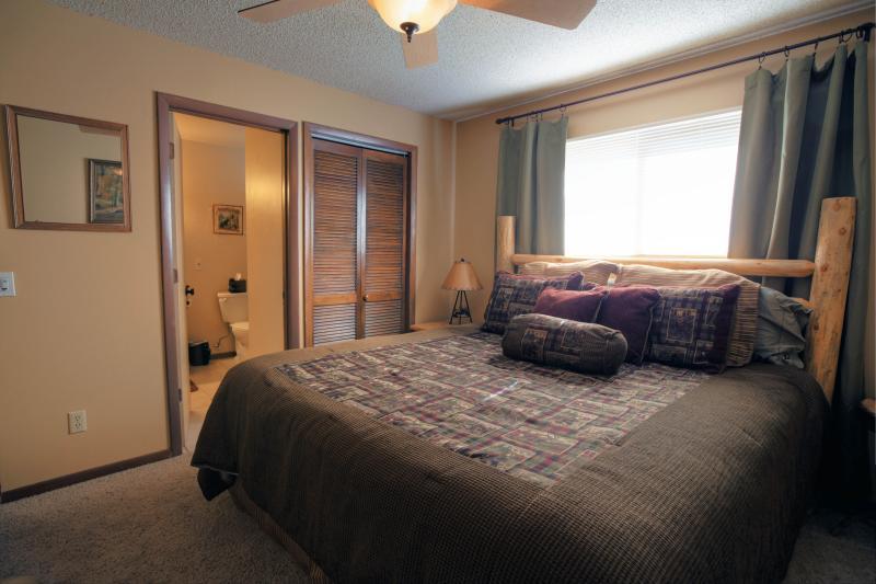 Huvudsakliga nivå Master sovrum med King size-säng
