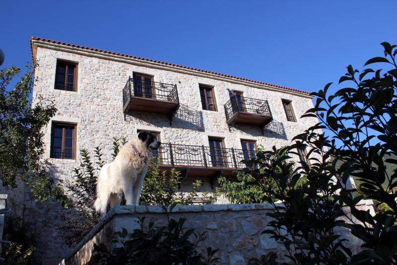 VILLA VAGER MANY ACTIVITIES, holiday rental in Kleitoria