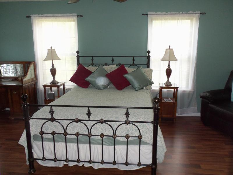Master Bedroom has a Queen size bed and it's own private bathroom