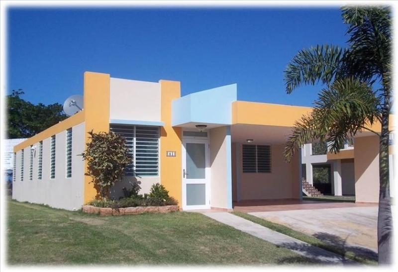 Becca Beach House, holiday rental in Arecibo