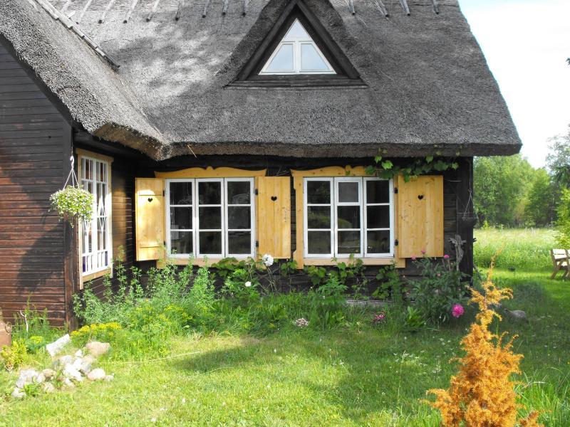 Apartment in an old farmhouse, casa vacanza a Muhu
