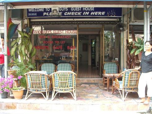 TwoGuys Gay Guesthouse, holiday rental in Pattaya