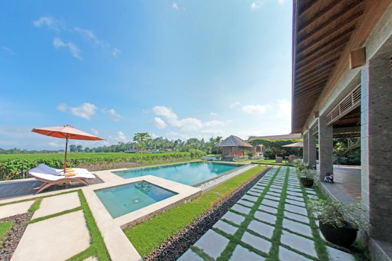 Stunning Rice filed View 3 Bedrooms Villa In Ubud!, holiday rental in Sukawati