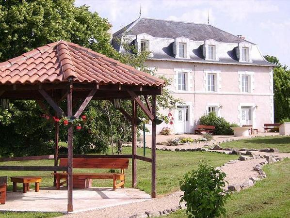 Lovely Estate in France, vacation rental in Saint-Saud-Lacoussiere