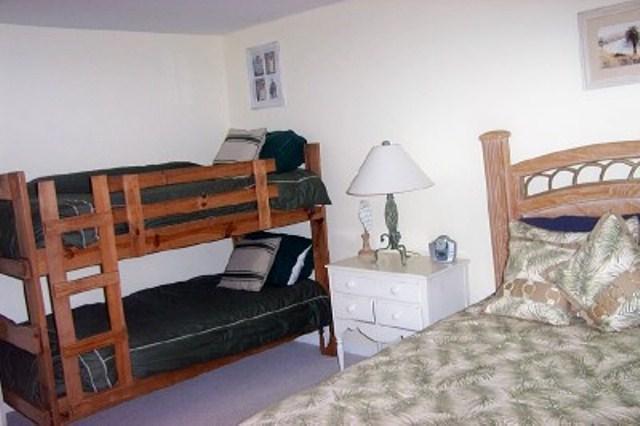 queen plus bunk beds