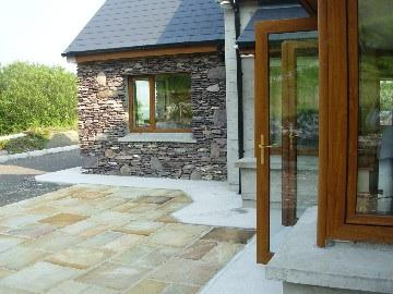 Luxurious modern family holiday home, 4 bed-3 en-suite, very private., Ferienwohnung in Ballinskelligs