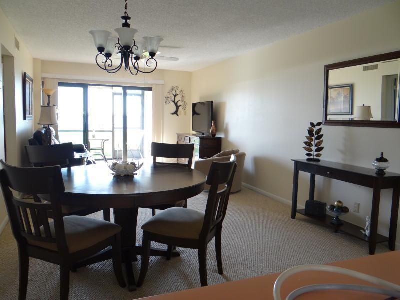 Dining/Living Room   (50 in flatscreen TV)