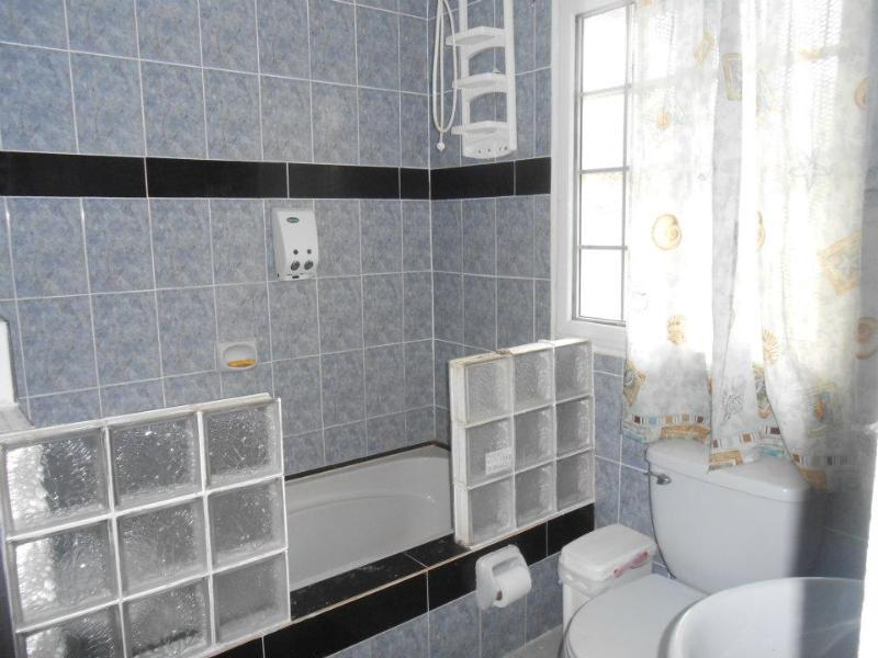 Hot showers in both bathrooms