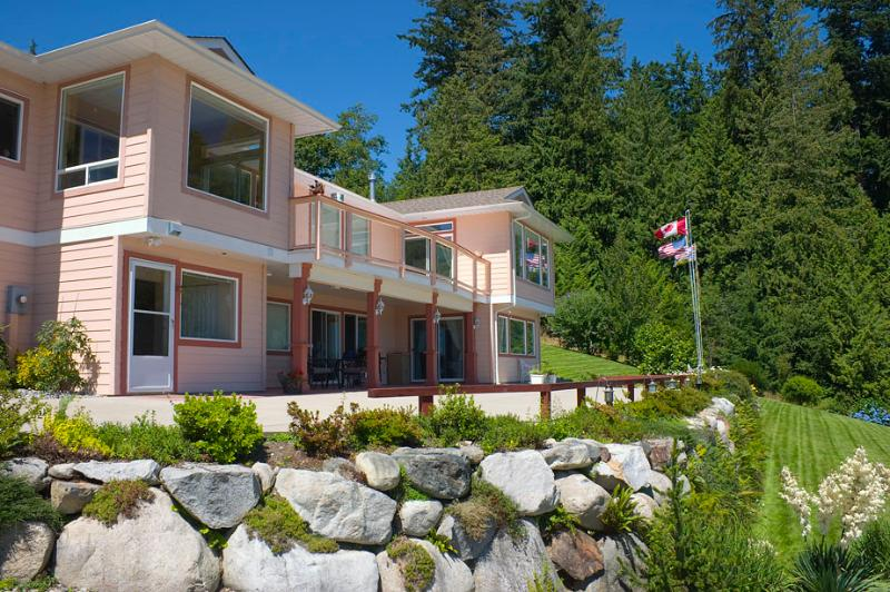Ocean Ridge Retreat B&B - Gold Star Pampering, vakantiewoning in Roberts Creek