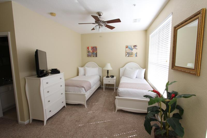 Bedroom w/ 2 twins, private bathroom, 40' LED HDTV and DVD player