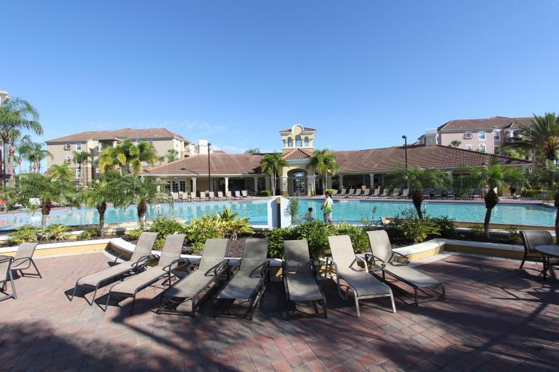 Vista Cay zwembad en uitzicht op clubhuis