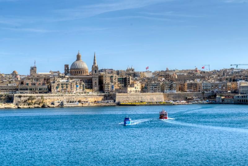 Exceptional Views Tigne Seafront 4-bedroom apartment, holiday rental in Sliema
