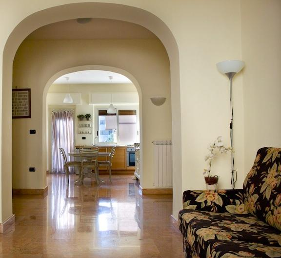 CasertaSuite: elegant and central apartment near the Royal Palace, location de vacances à Province of Caserta