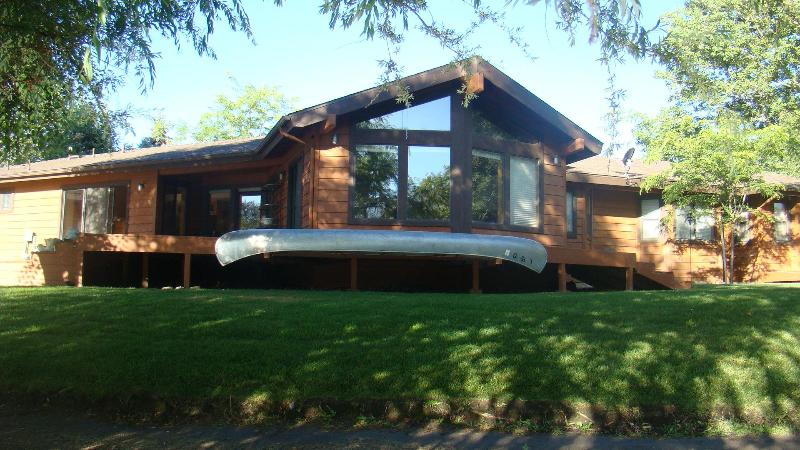Lake & Golf Course Frontage